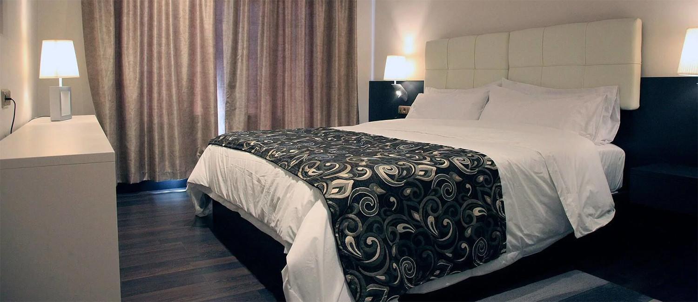 RELÁJESE EN NUESTRAS HABITACIONES CON ESTILO HOTEL DE ALMERÍA